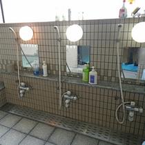 *1階大浴場/ファミリーやグループで一緒に入っても余裕の広さ♪みんなでさっぱり汗を流しましょう。