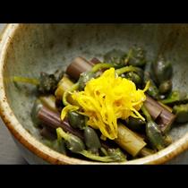 【お料理一例】山菜と菊の酢の物