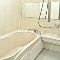 【お風呂】お風呂は広めでゆったりお入りいただけます。