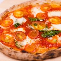 【フレッシュピザ】新鮮なプチトマトがちりばめられています♪
