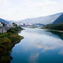 【池田ダム】当館から2キロほど行ったところにございます。