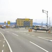 沼津インター左の出口から出るとすぐ右側にホテルが見えます
