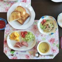 【朝食一例】地元産の食材や自家製ジャムなど安心の洋朝食
