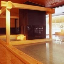 ■木造大浴場「渓谷の湯」 木造り大風呂
