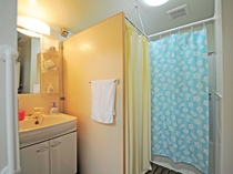 【別館】琉球古民家タイプ_洗面台・トイレ・シャワールーム
