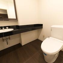 *ツインルームのトイレ/バストイレ別でご家族連れにも使っていただきやすい設備です。