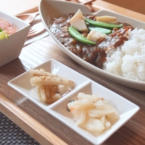 【野菜カレー】季節の野菜をたっぷりと使用