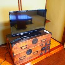 【和室10畳】古民具をあえてテレビ台にしてみました。