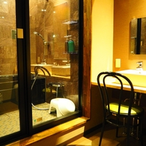 【特別洋室】バスルームとパウダールーム完備
