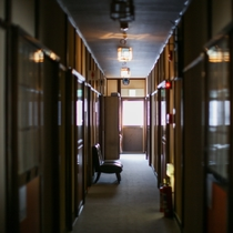【その他】和室は全部で7部屋。部屋へ続く廊下は温泉情緒溢れる雰囲気です(^^)
