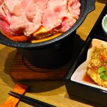 【ご夕食】松花堂弁当とサラダ、デザートが基本構成です。(1)
