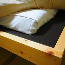 【備品】小上がりベッドは畳にお布団の造り。ゆっくりお休みいただけます!