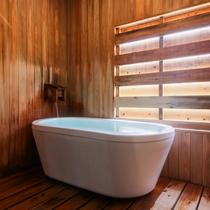 【かけ流しの温泉・シャワー付洋室】かけ流しの温泉を存分に愉しめます♪