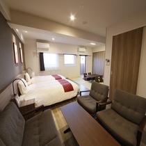 重厚感ある家具が部屋の雰囲気を高める