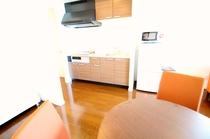 全室キッチンも備え付けなので長期滞在も安心です。