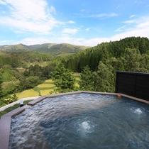 【貸切風呂】 四千坪の敷地の山頂には、九州の山々をパノラマで見渡せる露天風呂をご用意しました