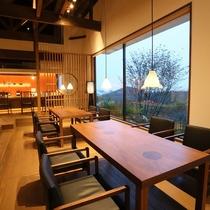 【レストラン】 雲海とともに朝食を愉しめるのは、山の頂に建つ月洸樹ならではです