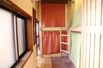 ドミトリールーム 女性用 二段ベットのベット1台