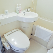 *【部屋/設備】各部屋にはユニットバスがついております。トイレは洗浄機能付です。