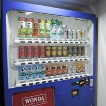【施設内/自動販売機】施設内でもジュースやアルコールをご購入いただけます。