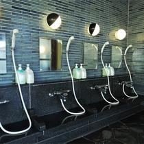 *大浴場ハーブ風呂/日帰り利用も人気のお風呂は広々として快適。