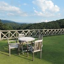 *みはらしカフェ/美しい山並みと青い空。おいしいお茶とスウィーツをご用意しております。