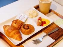 ☆朝食無料サービス☆焼きたてのパンをコーヒーとご一緒に♪