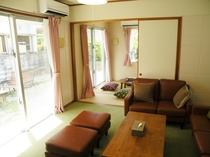 リビングルームと和室