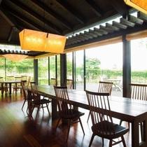レストラン|旬のお料理を存分に楽しめる開放的な空間。