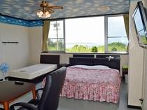 【室内】大神島が見えるお部屋もございます。