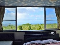 【室内】宮古島のビーチが見えるお部屋もございます。
