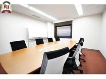 【会議室レイアウト例】会議利用8名様