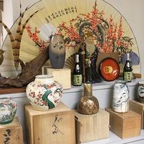 *【ロビー】オーナーが集めた陶器のコレクション♪