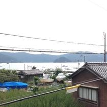 窓から見える海の風景