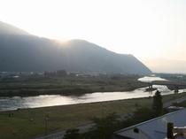 千曲川の朝日