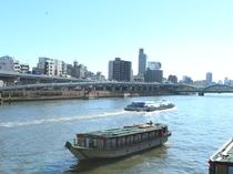 隅田川の屋形舟
