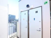 屋上男女トイレ