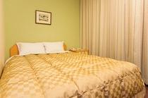 シングルルームのベッドはダブル規格