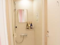 シャワールーム(大浴場はありません)