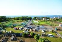 駐車場とキャンプ場