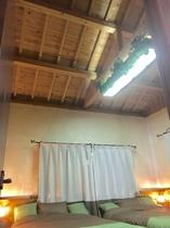 寝室も天井高々