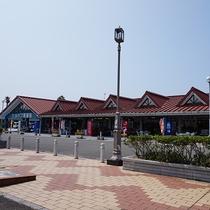 *【周辺】仙崎漁港でとれた新鮮な魚介類や干物、名産の仙崎かまぼこなどが購入いただけます。