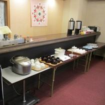【朝食】おかずなどは8~9品取り揃えています。