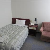 【お部屋】シングルのお部屋はおひとりで広々です!