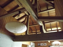 天井がなく広々とした部屋