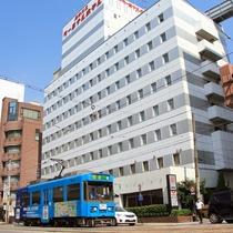 長崎の路面電車(当館前にて撮影)