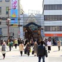 長崎市最大の繁華街、浜町アーケード。当館から徒歩で約7分です。