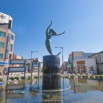 八戸駅銅像