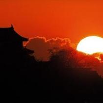 夕暮れの彦根城天守閣