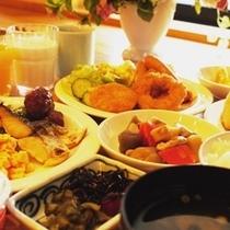 朝食バイキングは朝7時から9時までご用意しております。